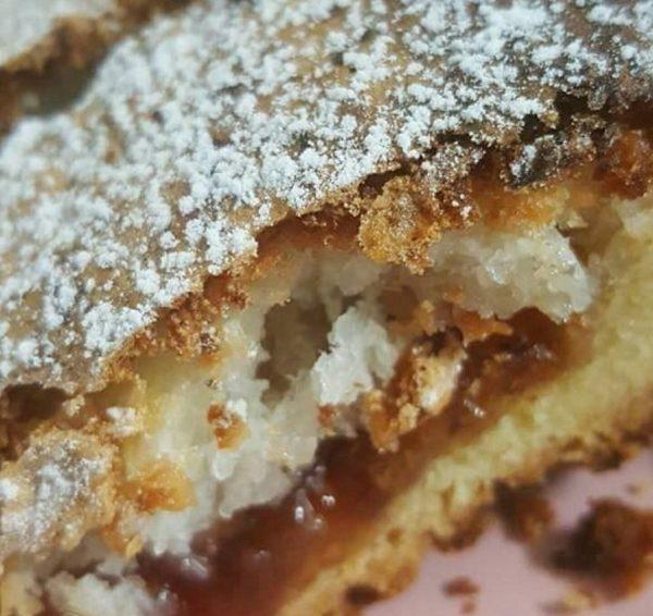 עוגת בצק פריך,ריבה וקצף קוקוס