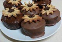 עוגת בראוניז מצופה בשוקולד