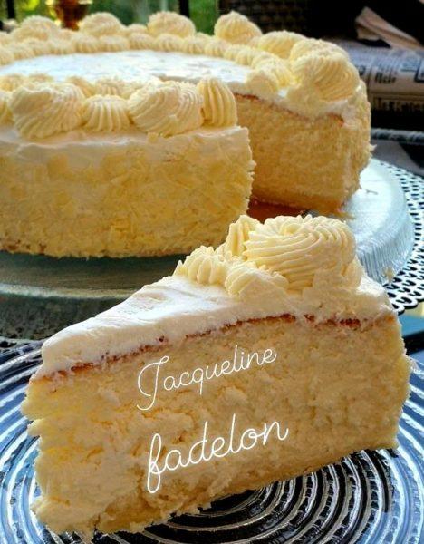 עוגת גבינה אפויה עם גבינה לבנה וגבינת מסקרפונה בציפוי שמנת חמוצה