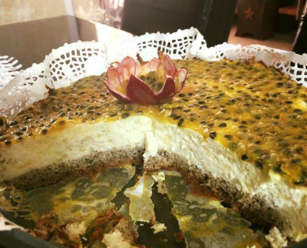עוגת גבינה בציפוי רוטב פסיפלורה דיאטטית ללא סוכר