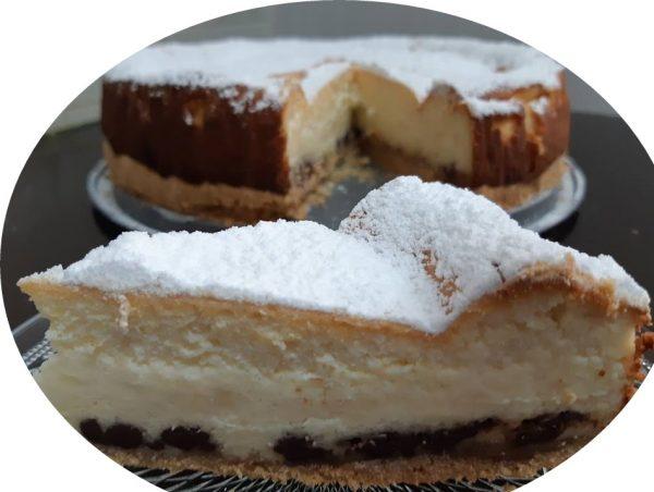 עוגת גבינה על מצע חלווה ושוקולד ציפס בחושה_מתכון של אורנה ועלני