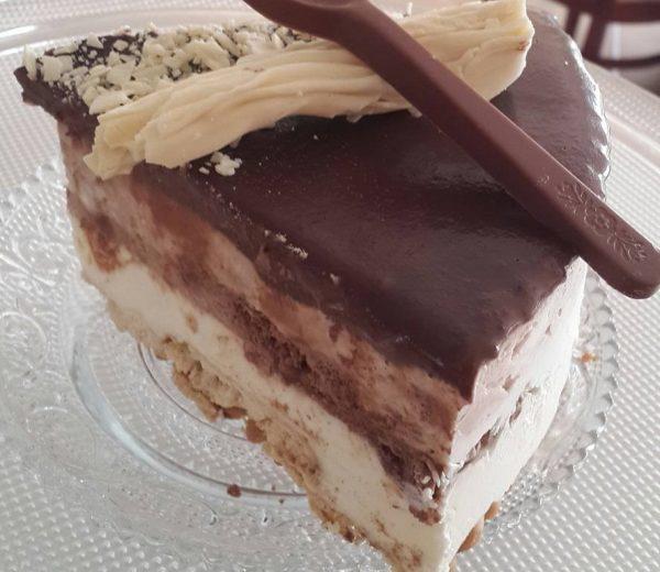 עוגת גלידה בשני טעמים