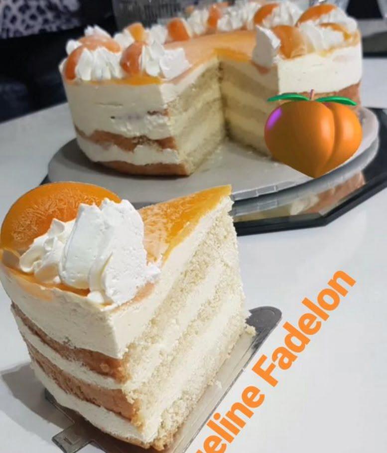 עוגת טורט פרווה ללא שמן 3 שכבות במילוי קרם וציפוי משמש