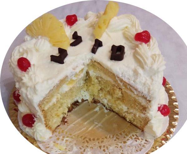 עוגת טורט 3 שכבות מצופה בקרם שמנת מתוקה ואננס