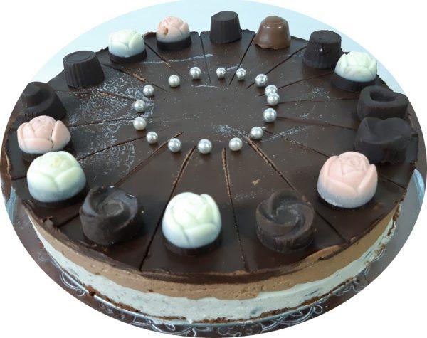 עוגת מוס בשכבות (שוקולד לבן ועוגיות אוריאו,ושוקולד מריר)