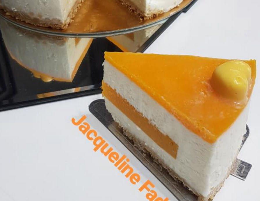 מתכון כתוב + סרטון להכנת עוגת מוס גבינה במילוי וציפוי מנגו