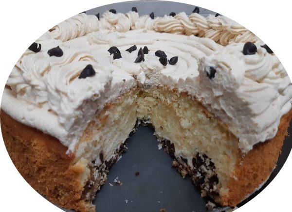 עוגת מסקרפונה,ריבת חלב ושוקולד ציפס בשכבות