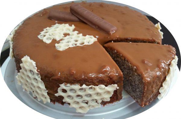 עוגת נפוליאון ופרג עם גאנש ריבת חלב
