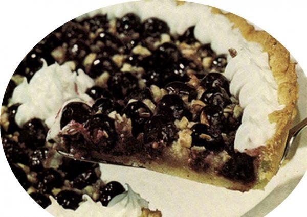 עוגת ענבים שחורים עם קצפת