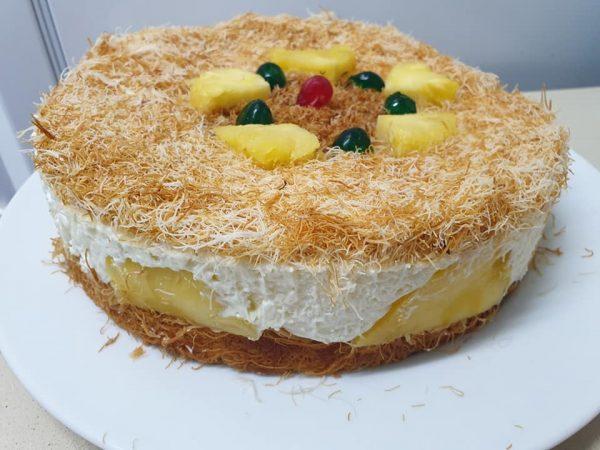עוגת קדאיף בעיטור אננס טרי