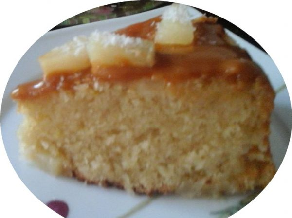 עוגת קוקוס ואננס הפוכה עם קרם ריבת חלב