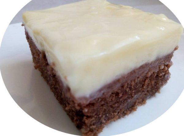 עוגת שוקולד במיקרוגל עם גנאש שוקולד לבן