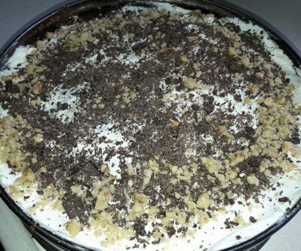 עוגת שכבות עם אגוזים קוקוס שוקולד וקרם וניל לפסח