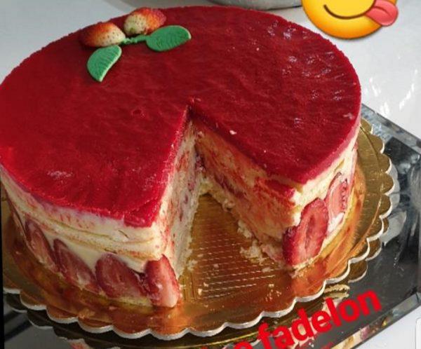 עוגת תותים עם קרם פטיסיאר