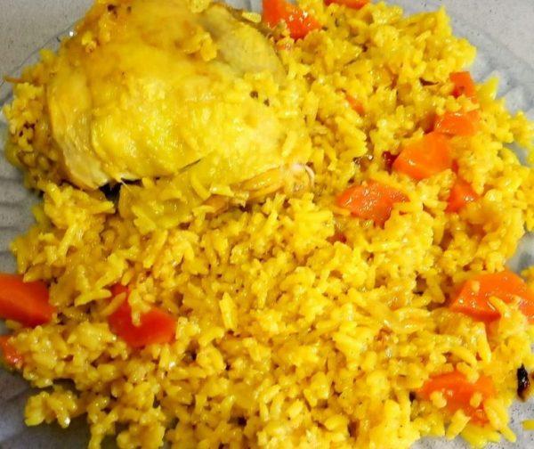 עוף אורז גזר ובצל בסיר אחד