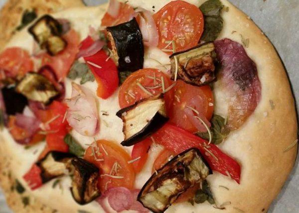 פוקאצ'ה עם ירקות בתנור