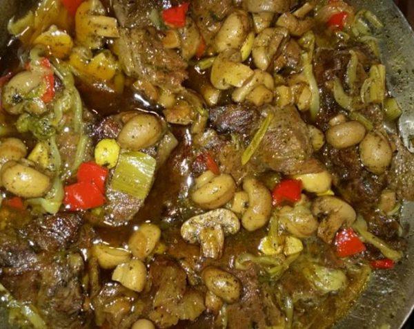 צלי בשר עם פטריות ופלפלים
