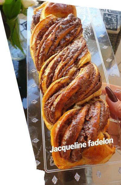 מתכון כתוב + סרטון להכנת קראנץ שמרים חמאה במילוי נוטלה ואגוזי לוז מקורמלים