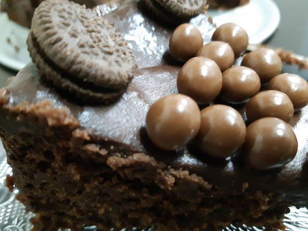 שוקולדית שקדים בציפוי שוקולד מריר, ללא גלוטן ,פרווה וכשרה לפסח