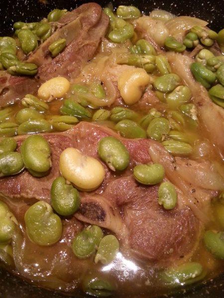 תבשיל כבש עם פולים , בצל וחצילים בשתי וריאציות
