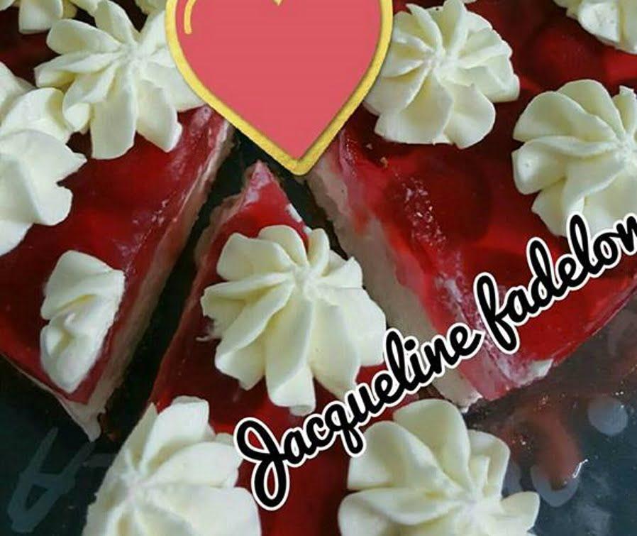 עוגת גבינה עם תותים וג'לי