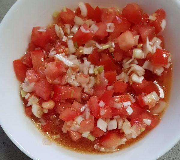 סלט עגבניות ובצל