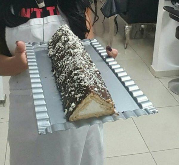 עוגת ביסקוויטים פירמידה במילוי גבינה וציפוי גנאש שוקולד
