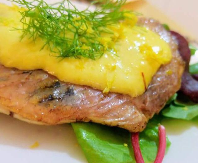 דג צרוב עם איולי זעפרן