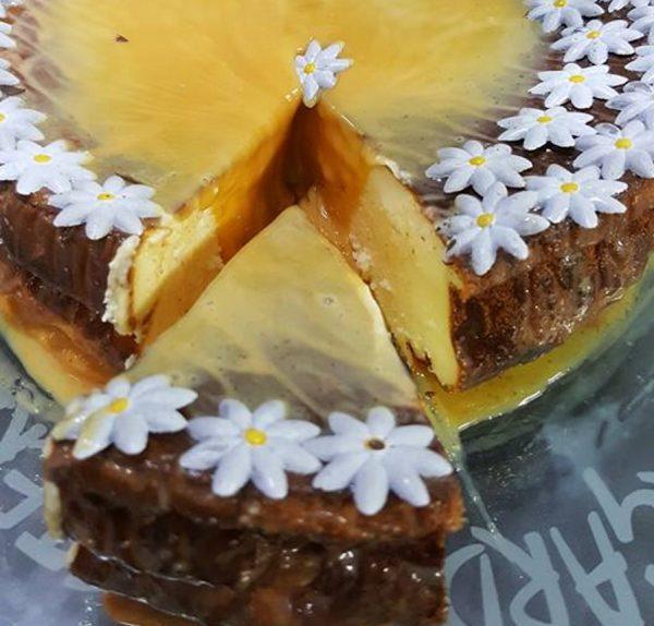 עוגת גבינה עם ריבת חלב וציפוי ריבת חלב