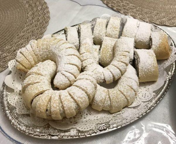 עוגיות שוקולד פיסטוק / מגולגלות תמרים ואגוזים