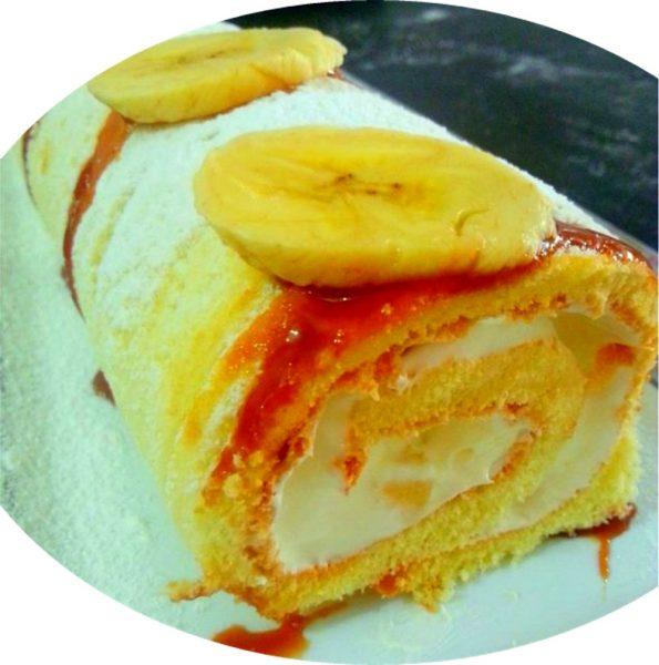 עוגת רולדה במילוי קצפת, קרם טופי ובננות