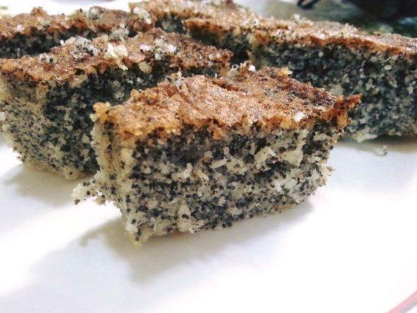 עוגת פרג בחושה קלה ונהדרת