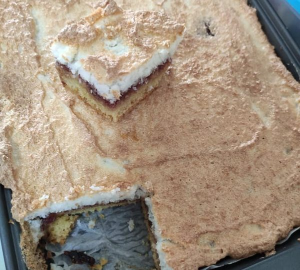 עוגת קוקוס עם ריבה