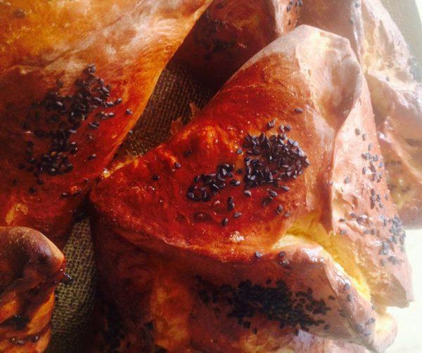 לחמניות ממולאות בבשר בצורת אוזן המן