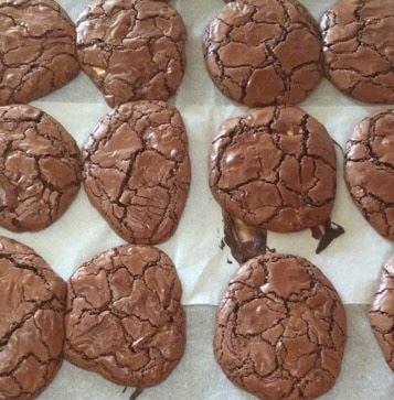 עוגיות שוקולד פאדג׳ רכות ונמסות בפה
