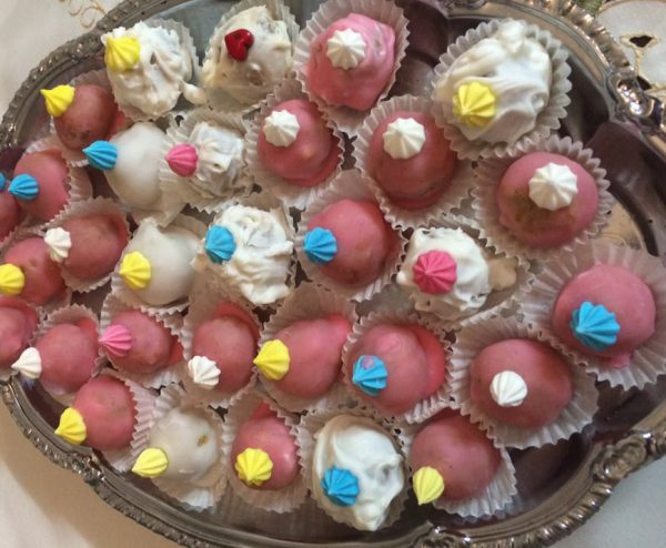 עוגיות שקדים ואגוזים בציפוי פונדט