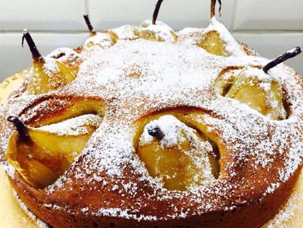 עוגת אגסים עם נגיעות קינמון