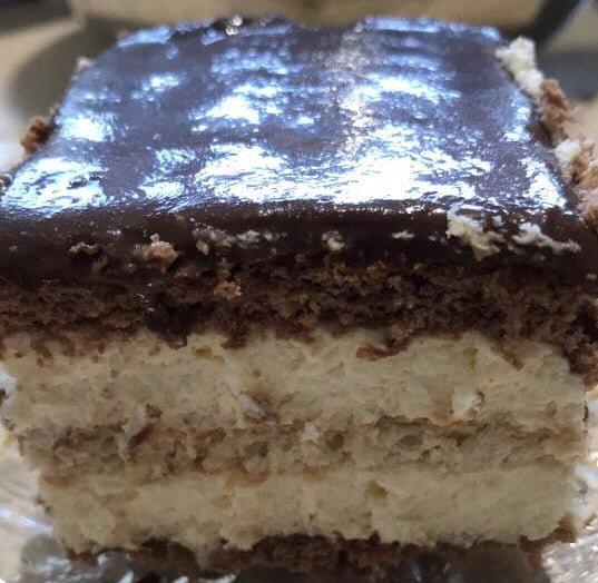 עוגת ביסקוויטים שוקולד וקרם וניל עם גנאש