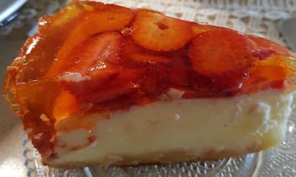 עוגת גבינה עם תותים_נורית יונה