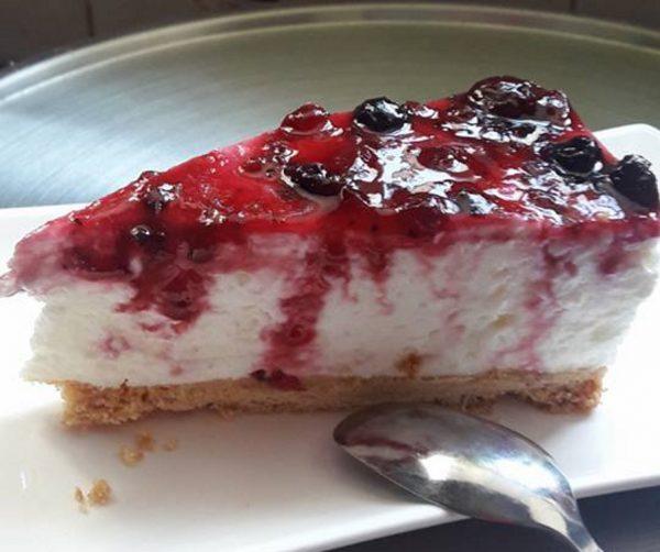 עוגת גבינה קרה עם אוכמניות … מתאימה לשבועות
