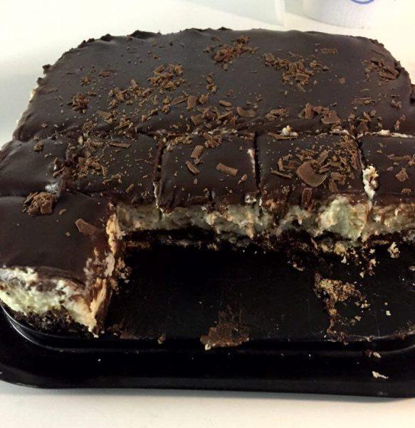 עוגת כדורי שוקולד עם קרם מייפל וגנאש שוקולד