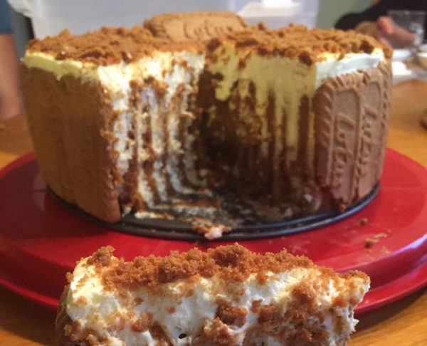 עוגת לוטוס עגולה