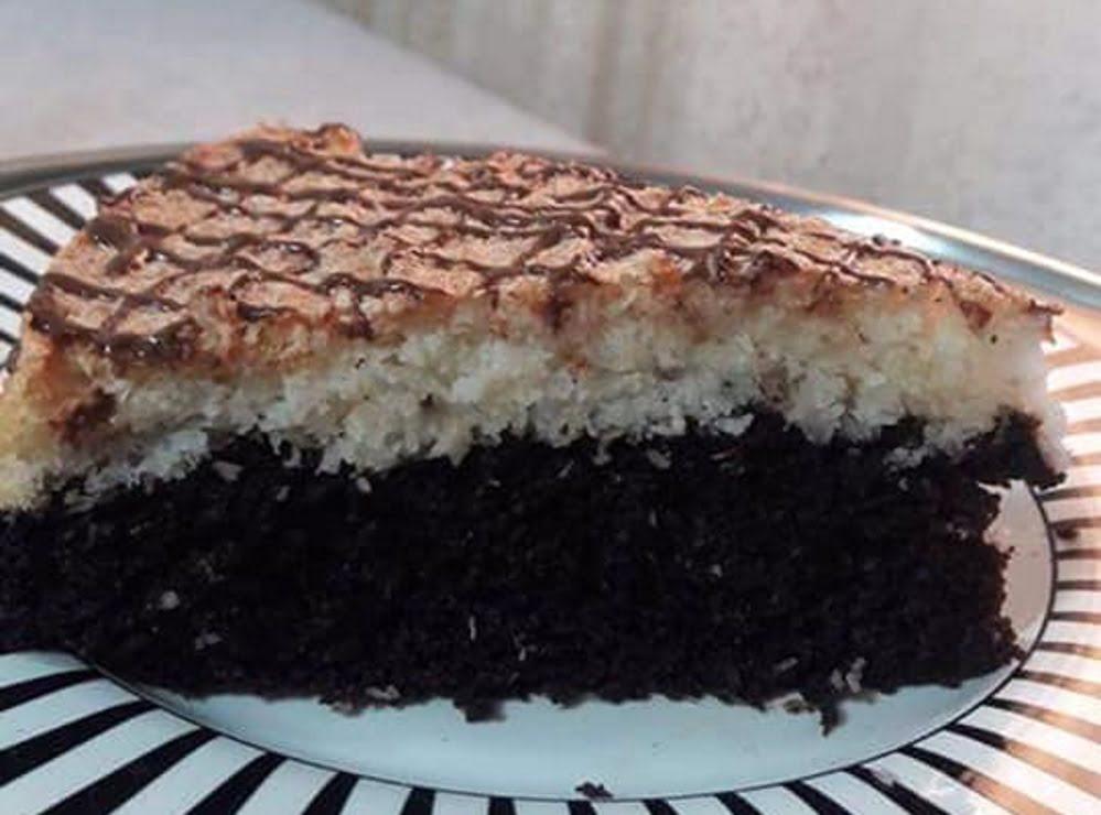 עוגת שוקולד וקוקוס פרווה בשתי שכבות