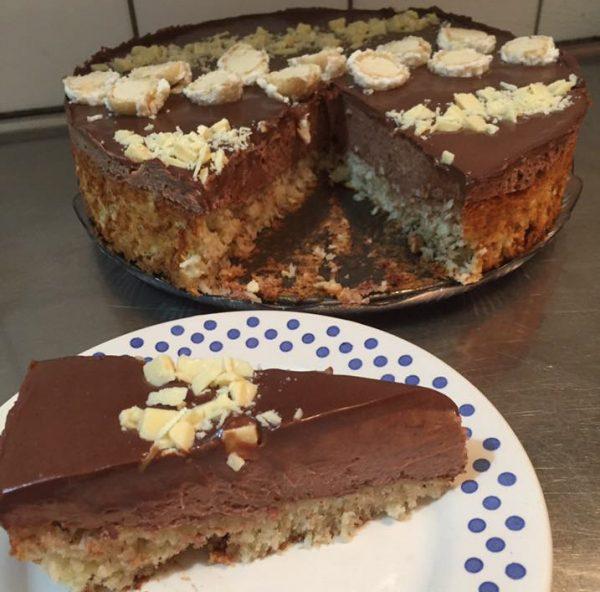 עוגת קוקוס קרם שוקולד וגנאש שוקולד