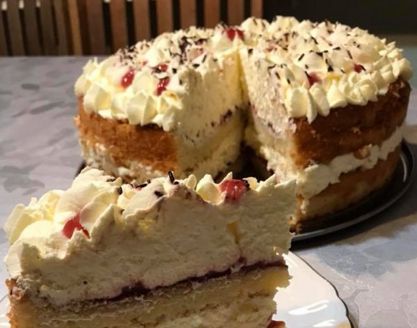 עוגת שכבות שיפון וניל קוקוס, ריבה וקרם וניל