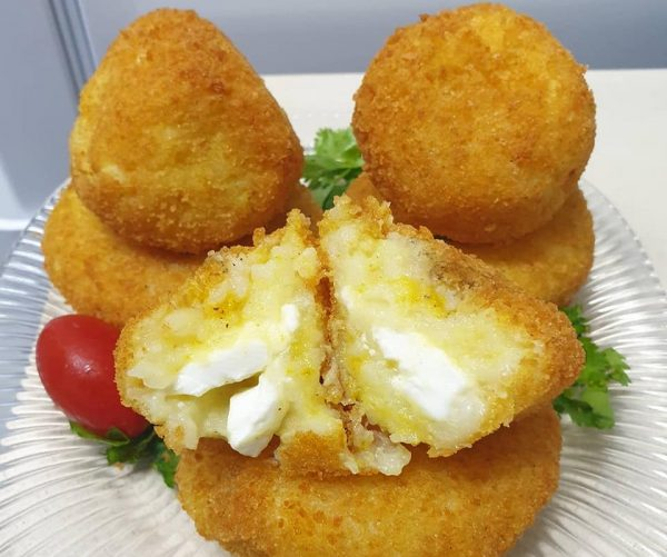 קציצות תפוחי אדמה ללא ביצים במילוי גבינות ( גם כשר לפסח )