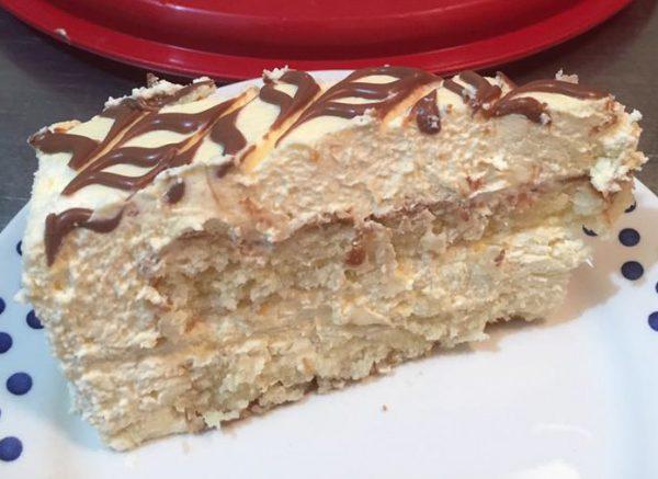 שכבות עוגת קוקוס וקרם טופי קרמל