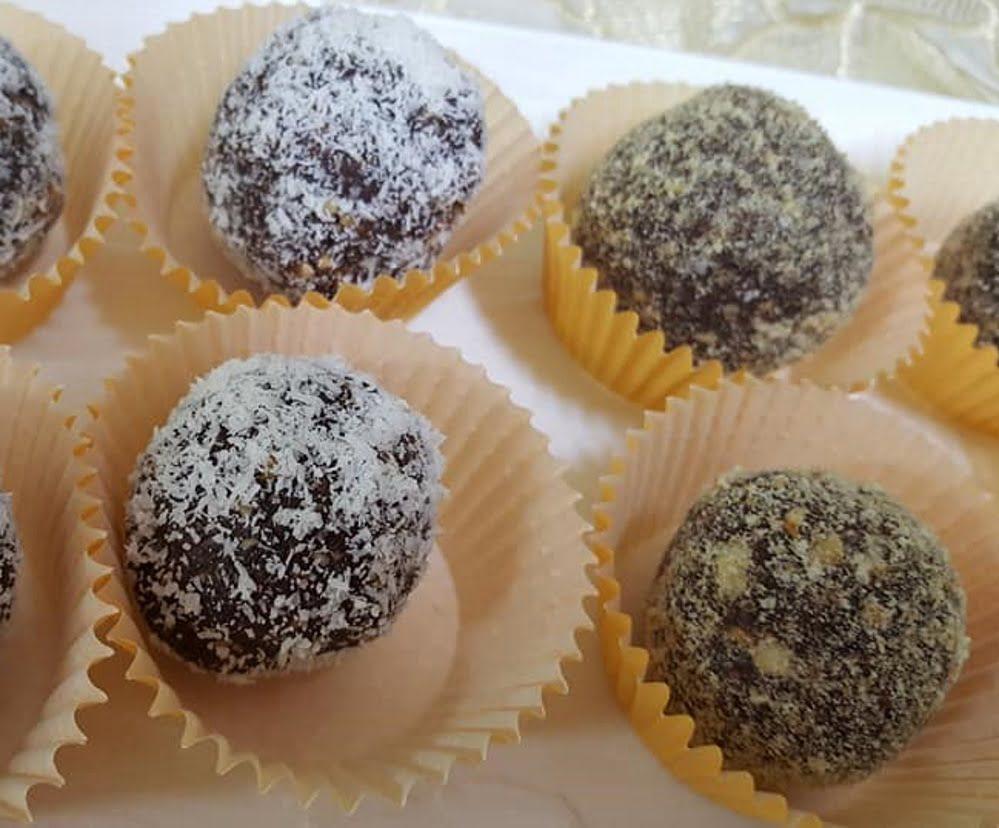 כדורי תמרים קוקוס בוטנים ועוגיות מצה טחונים