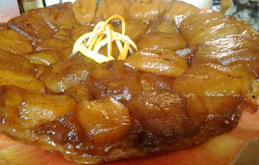 טארט טאטן תפוחים/קלבדוס קינמון,חמאה ציפורן,סוכר חום גרידת לימון..מקל ווניל