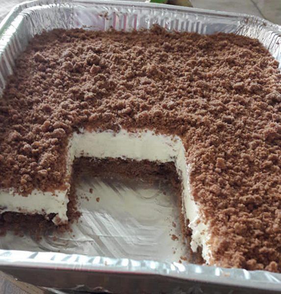 עוגת פירורים מבצק פריך – משמנת מתוקה וחמוצה.. ללא גבינה